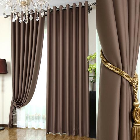 Rèm vải một màu sang trọng cho ngôi nhà có nhiều cửa sổ